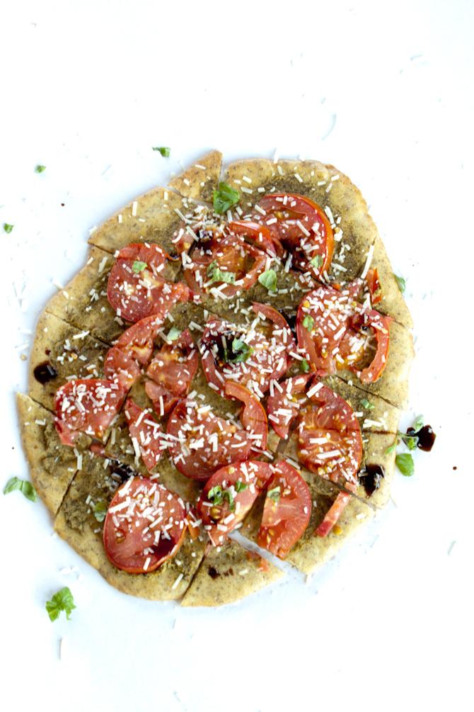 Tomato Pesto Flatbread | simplerootswellness.com