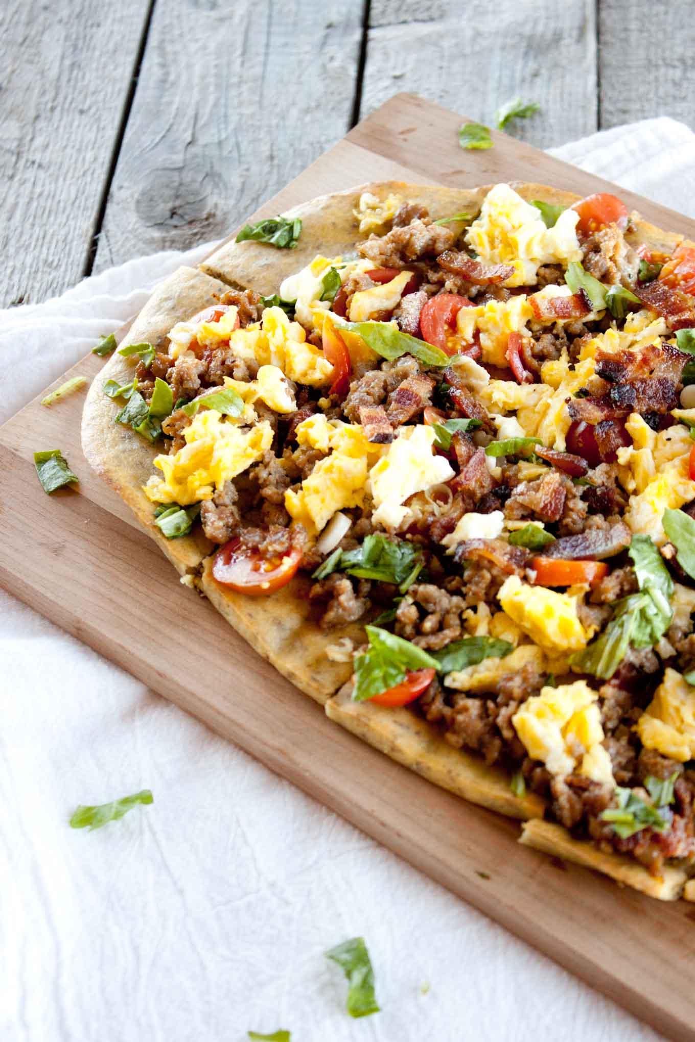 Loaded Breakfast Flatbread | simplerootswellness.com