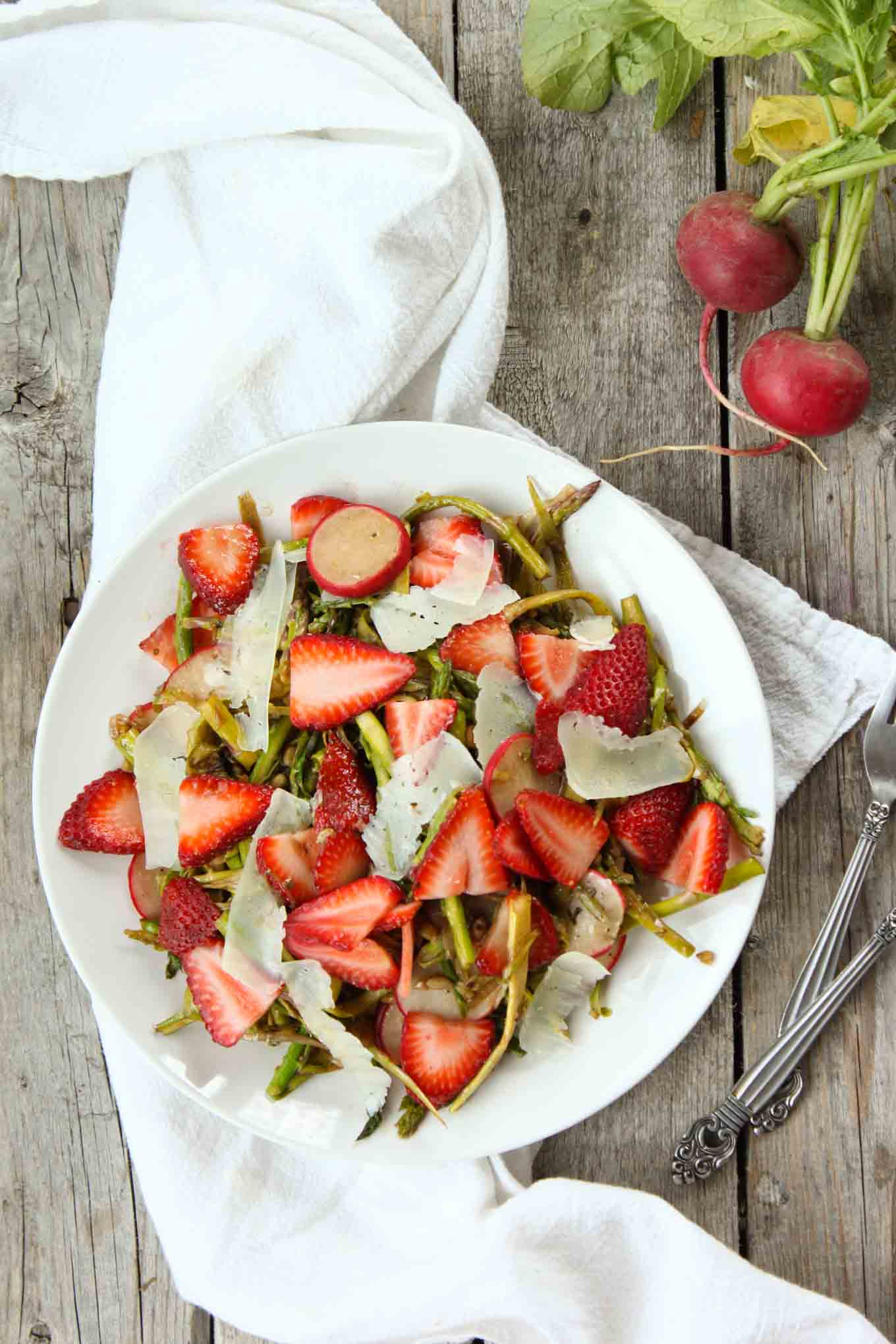 shaved-asparagus-strawberry-salad-1