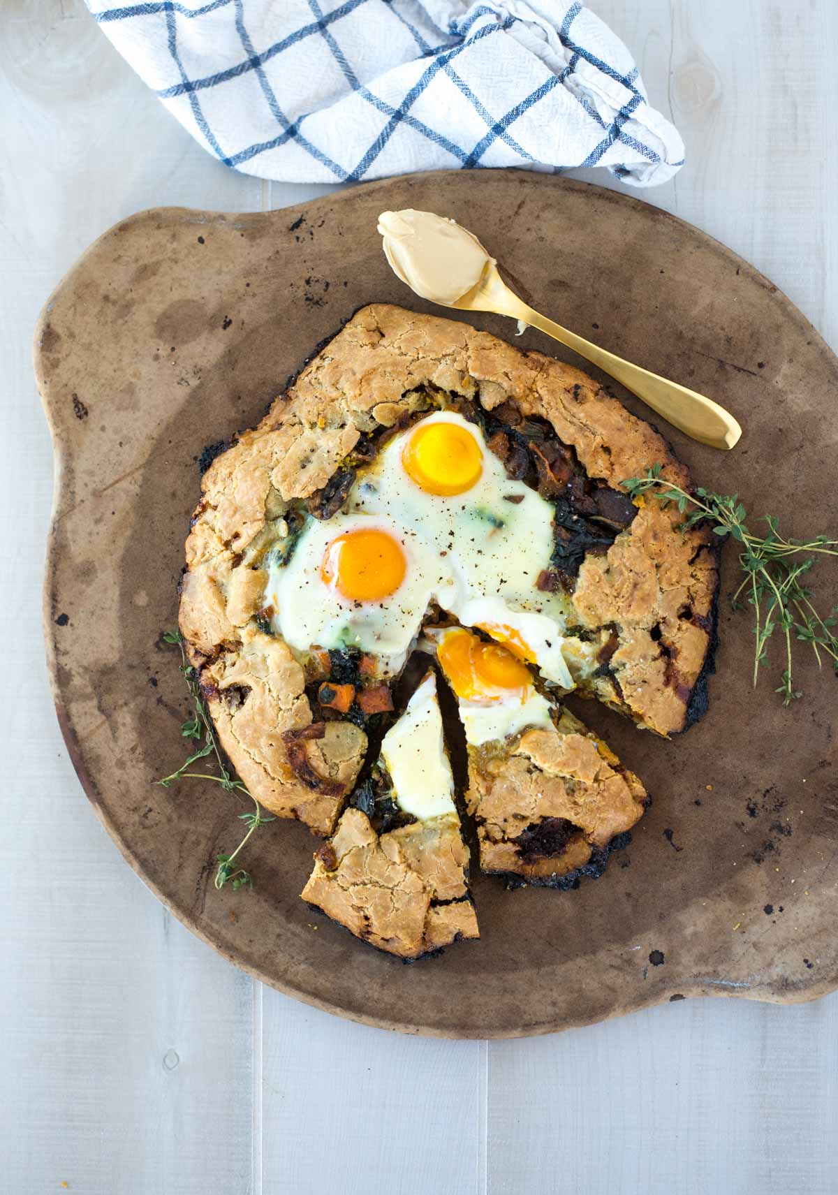 I warmly welcome you to the best kept brunch secret in town, this breakfast galette holding a delicious secret.