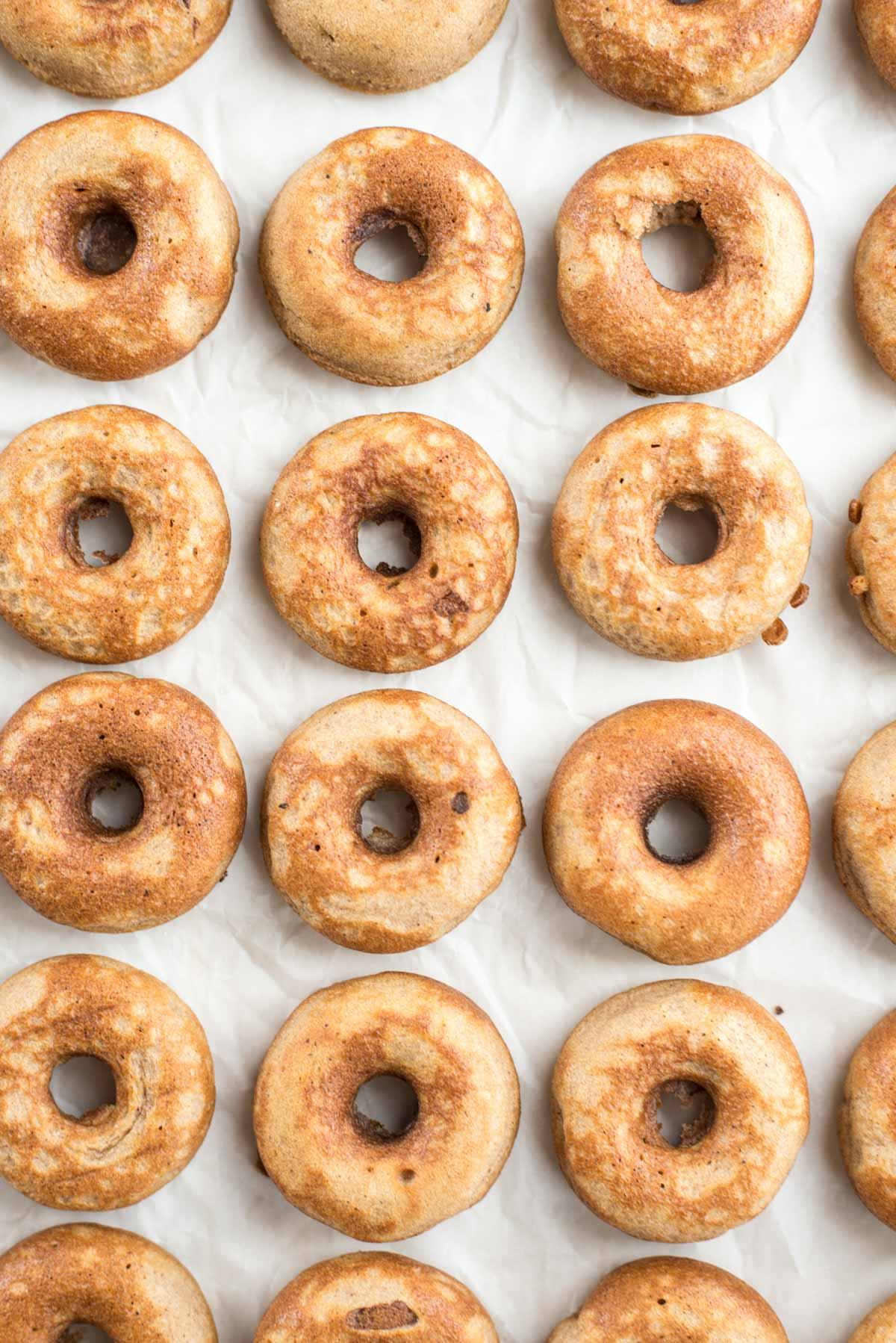 The perfect fall begins with these 10 minute apple cider donuts with maple glaze {vegan, gluten-free, paleo}
