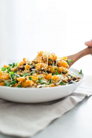 Did you know you shouldn't eat cold salads and smoothies during the fall and winter? Learn more and this delicious recipe for a warm butternut squash quinoa sald