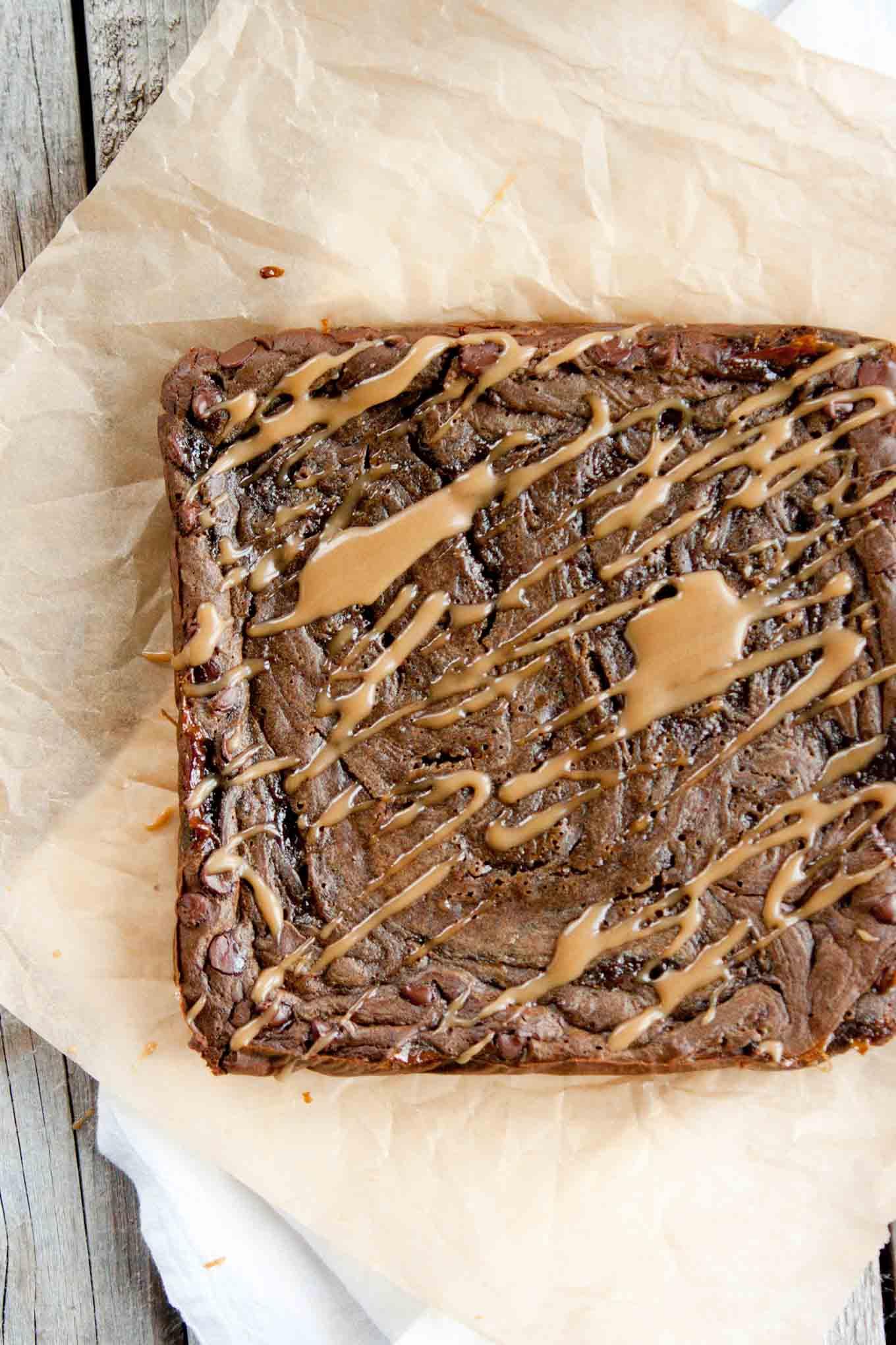 Flourless Caramel Brownies | simplerootswellness.com