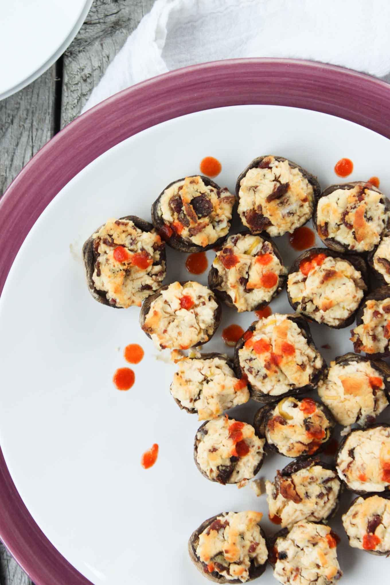 'Cheesy' Sriracha and Bacon Stuffed Mushrooms | simplerootswellness.com