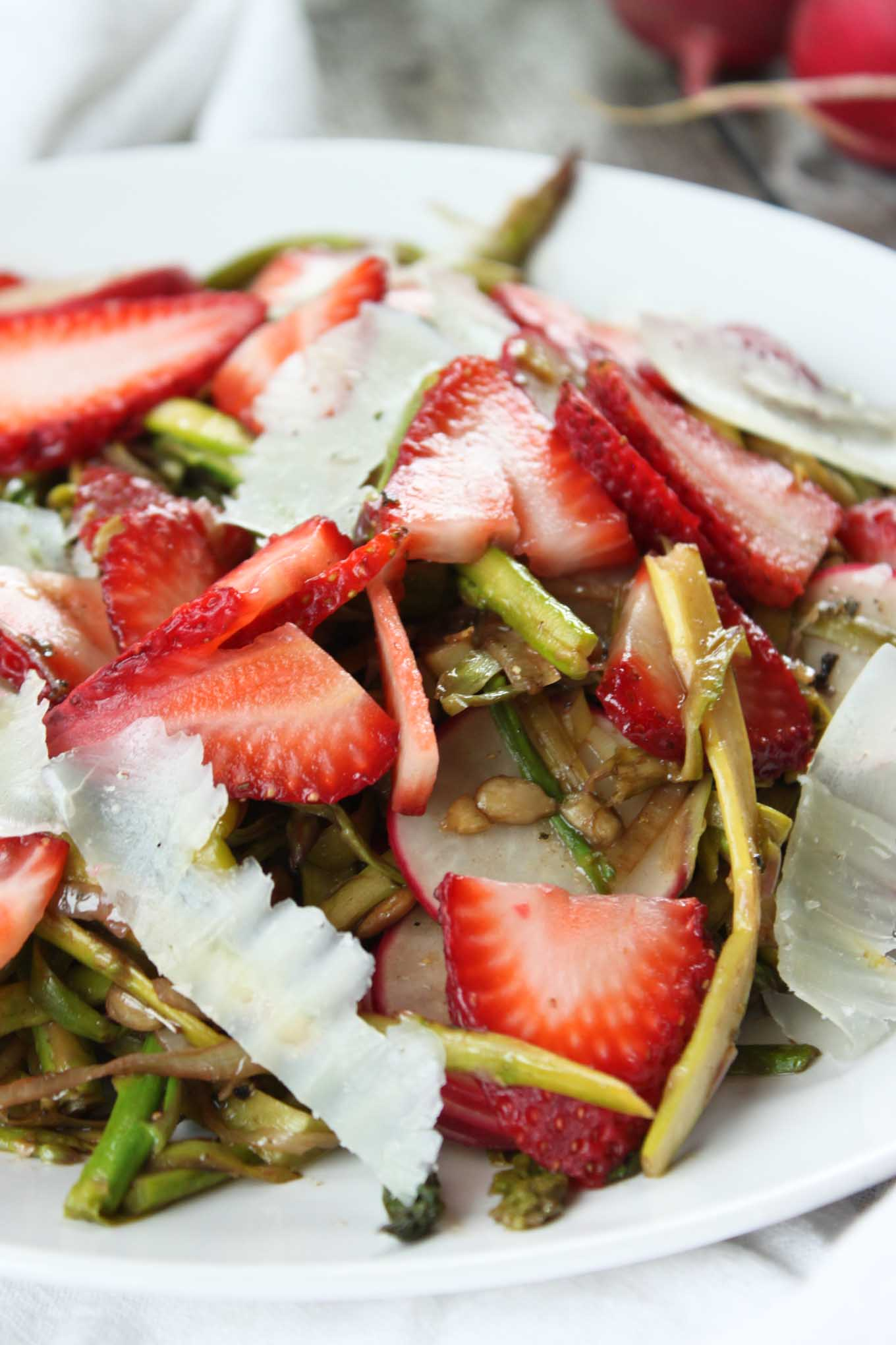 shaved-asparagus-strawberry-salad-2