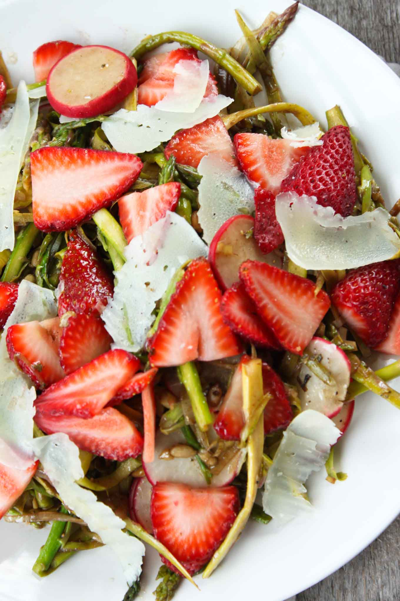 shaved-asparagus-strawberry-salad-4