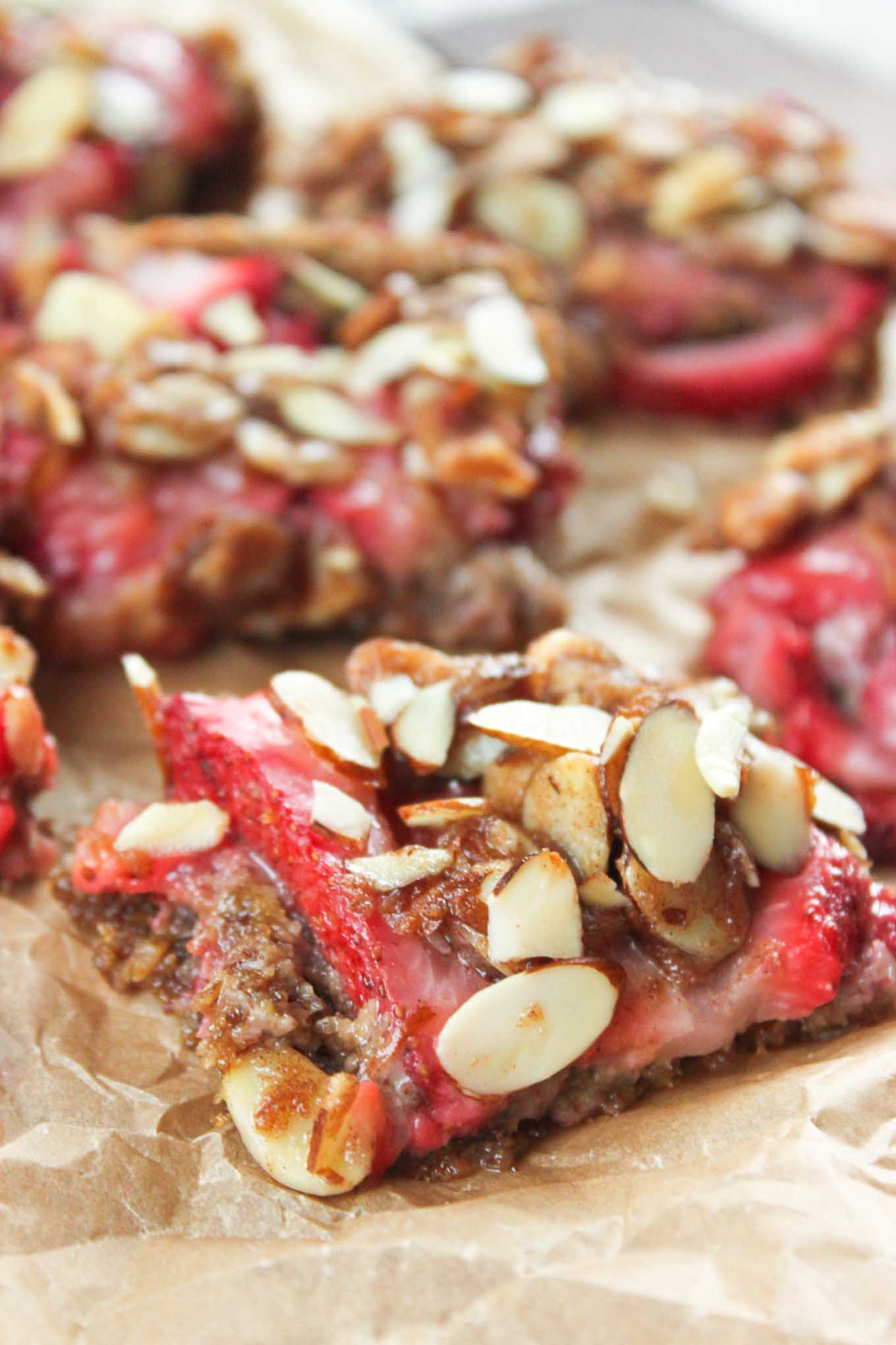 Healthy Strawberry Breakfast Bars | simplerootswellness.com
