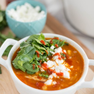 Looking for a twist to traditional chili? Want something loaded with nutrition and flavor. Check out this HEALTHY slow cooker buffalo chicken chili.