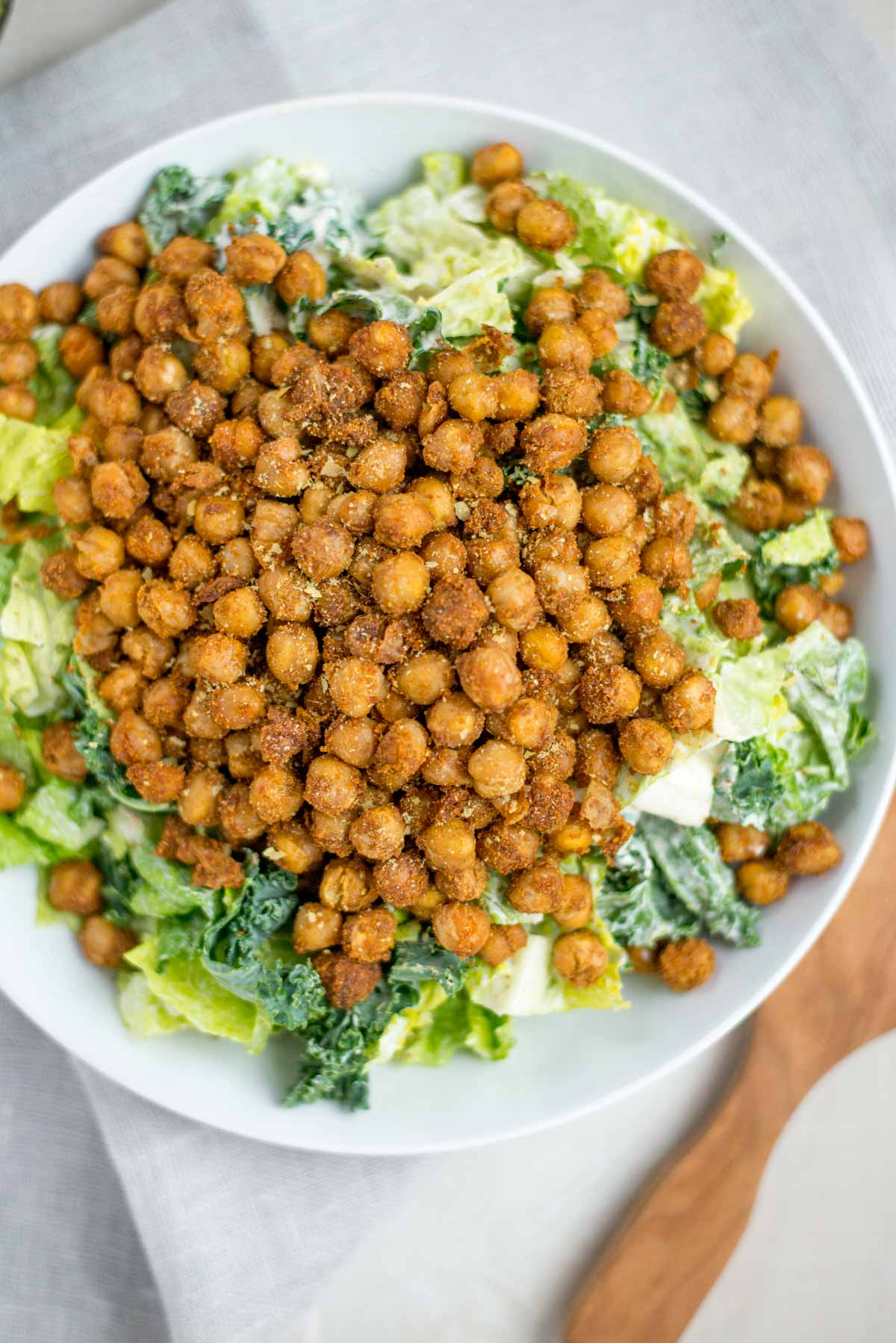 Looking for a quick and healthy dinner with lots of options? Check out this 20 minute homemade Caesar Salad with Crispy Chickpeas.