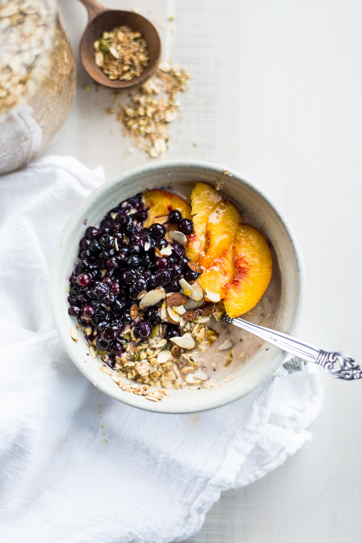Is oatmeal healthy? Get the pros and the cons as well as the BEST alternative to oatmeal that isn't a slimy chia porridge.