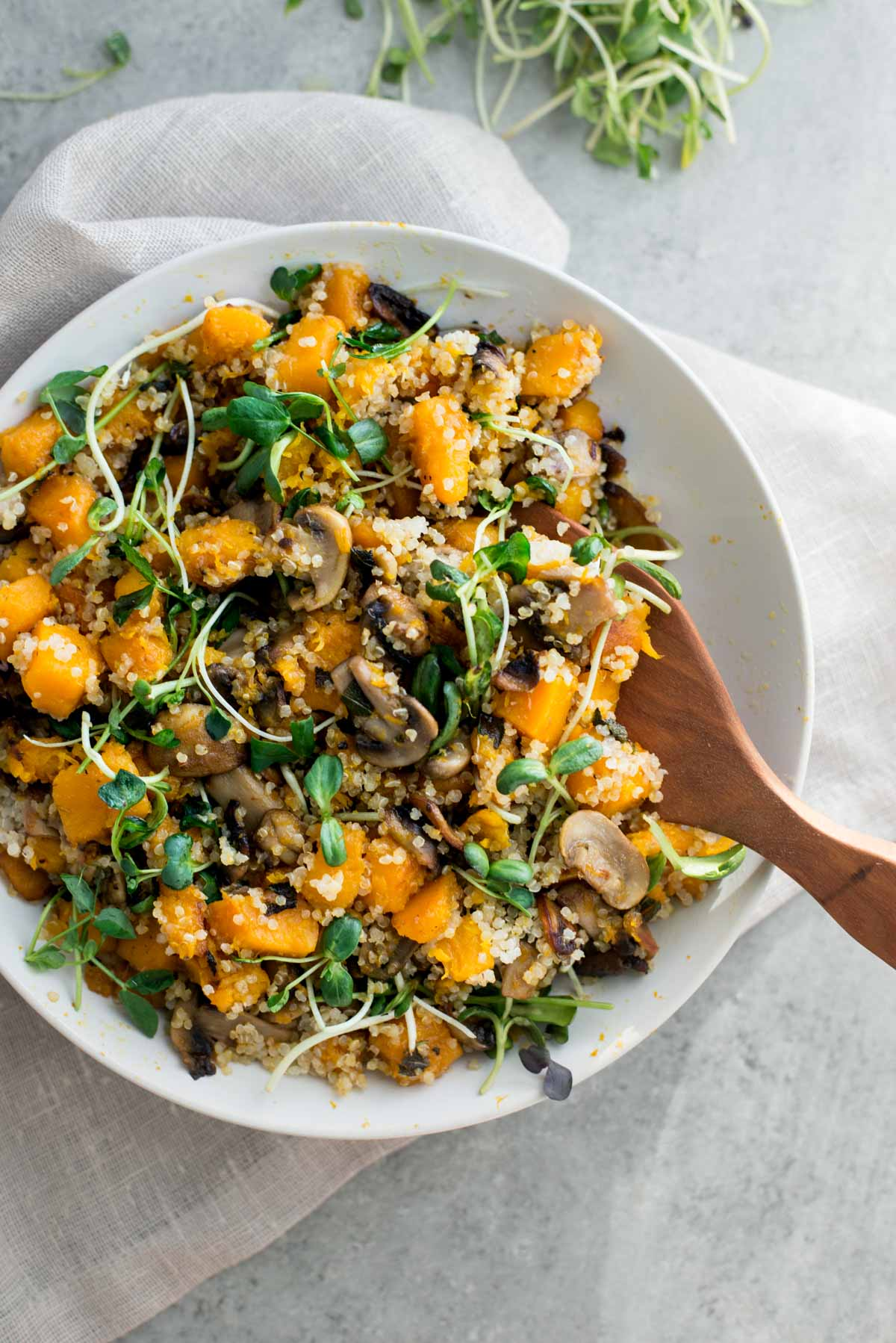 Did you know you shouldn't eat cold salads and smoothies during the fall and winter? Learn more and this delicious recipe for a warm butternut squash salad
