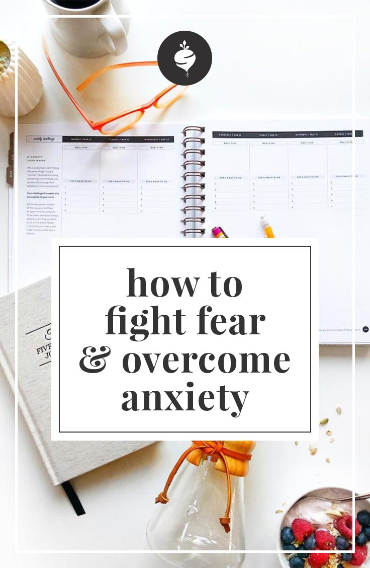 Fight Fear and Overcome Anxiety with Alli Worthington | simplerootswellness.com #fear #mentalhealth #healthtip #podcast