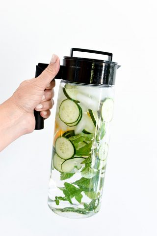 5 free ways to detox daily | simperootswellness.com #podcast #detox #cleanse #healthtip #water