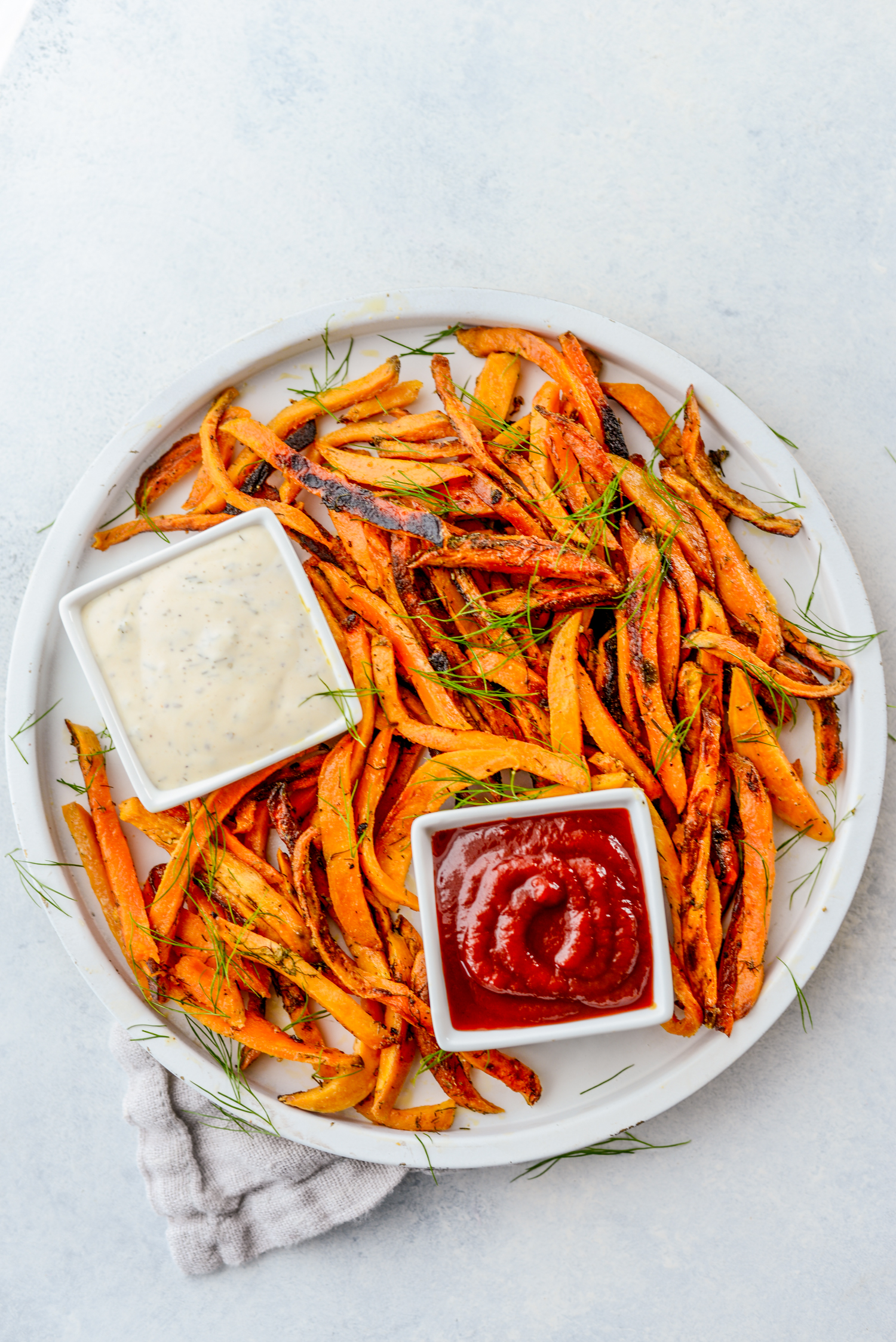 Crispy Homemade Dairy-Free Ranch Fries   simplerootswellness.com #frenchfries #easyrecipes #mealprep #ranch #healthy